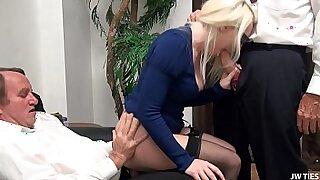 Brazzers xxx: Hollywood Blonde With Huge Juggernaut Masturbating Facials
