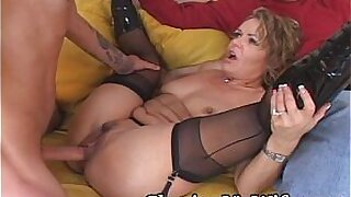 Brazzers xxx: Money for a mature babe