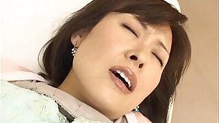 Brazzers xxx: Hitomi Kurosaki Mature Asian chick