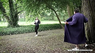 Brazzers xxx: Creeper flashes young hot runner! She stop and fucks the old dude!