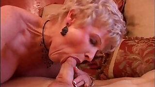Brazzers xxx: Gorgeous cougar sucks cock and eats cum
