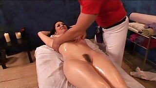 Brazzers xxx: Milf Getting New Massage Experience WebCumming