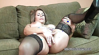 Brazzers xxx: Mature slut Sandie Marquez plays with her Latina pussy