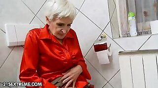 Brazzers xxx: Young harem blond Granny Hungry gives hairy head