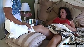 Brazzers xxx: Mom under foot chase