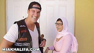Brazzers xxx: MIA KHALIFA In Hollywood Sessions