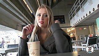 Brazzers xxx: Blonde Teenage Russian Gets BBC Achter!