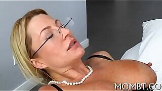 Brazzers xxx: Mother stands up w round cutie